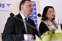 V Jihlavě se 28. února konalo výjezdní zasedání výkonné rady ODS. Vedení strany by se mělo zabývat způsoby, jak opět oslovit své voliče poté, co průzkumy ukázaly propad preferencí. Vlevo na snímku je Petr Nečas, vpravo Miroslava Němcová