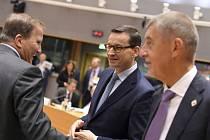 Zprava český premiér Andrej Babiš, polský premiér Mateusz Morawiecki a švédský premiér Stefan Lofven na summitu EU