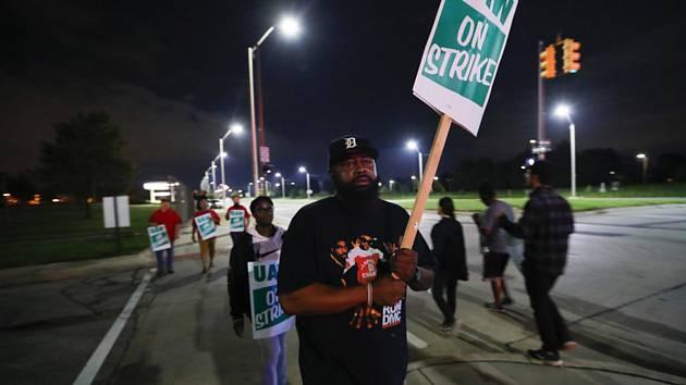Stávkující zaměstnanci největší americké automobilky General Motors