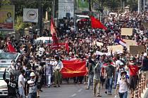 Protest proti převratu v Barmě