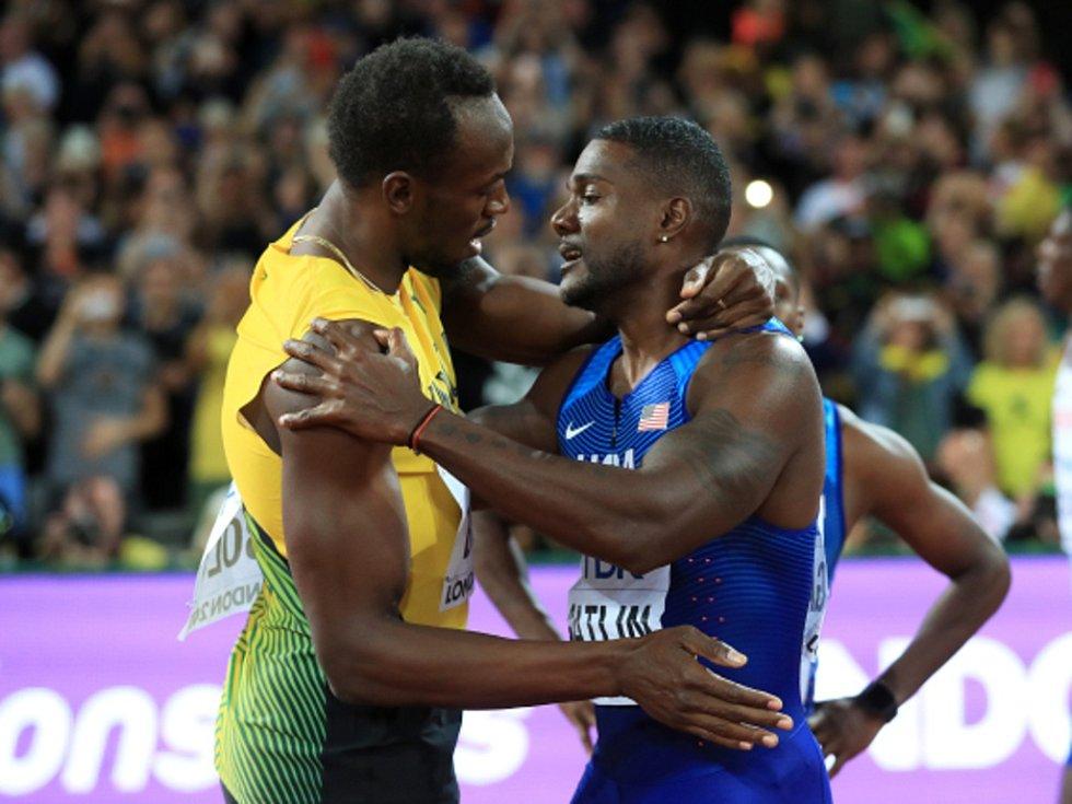 Nový král. Mistrem světa na stovce je Justin Gatlin (vpravo), Usain Bolt si doběhl pro bronz.