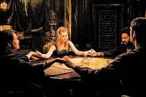 V hororu Stáhni mě do pekla uvidíme Alison Lohmanovou (uprostřed) jako Christine.