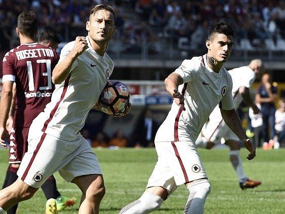 Francesco Totti slaví svůj 250.gól vSerii A