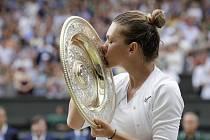Simona Halepová se stala první rumunskou vítězkou dvouhry v tenisovém Wimbledonu.