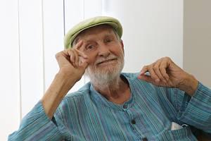 Režisér a herec Jan Schmid stojí v čele slavné Ypsilonky už téměř šest desetiletí.