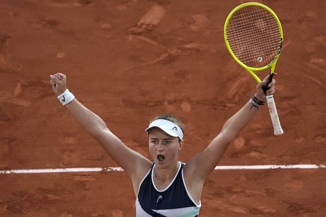 Takto Barbora Krejčíková slavila postup do finále Roland Garros.