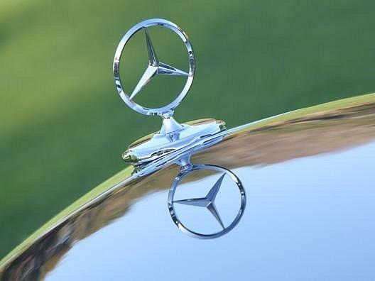 Mercedes čeká investora z Číny.