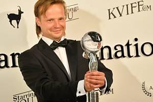 Cenu za nejlepší mužský herecký výkon obdržel Kryštof Hádek za roli ve filmu Kobry a užovky režiséra Jana Prušinovského.