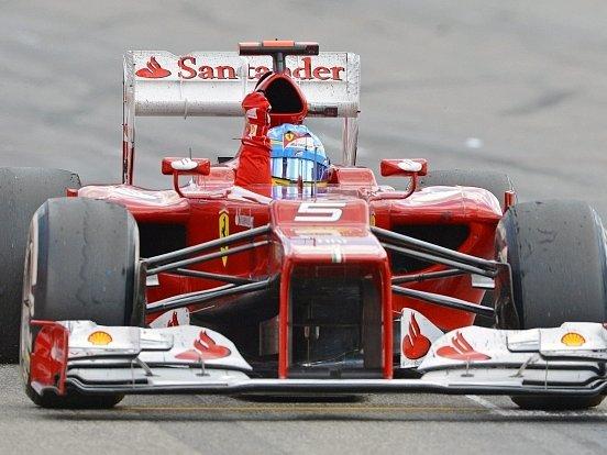 Fernando Alonso oslavuje v Německu třetí triumf letošní sezony.