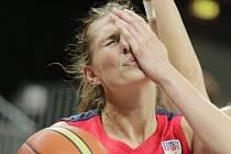 Pivotka basketbalistek USK Ilona Burgrová.