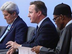 Americký ministr zahraničí John Kerry, britský premiér David Cameron a nigerijský prezident Muhammadu Buhari.