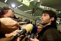 Hokejista Jaromír Jágr přiletěl 8. února z Ruska na pražské ruzyňské letiště. Ve čtvrtek odlétá s ostatními hráči na ZOH do kanadeského Vancouveru.