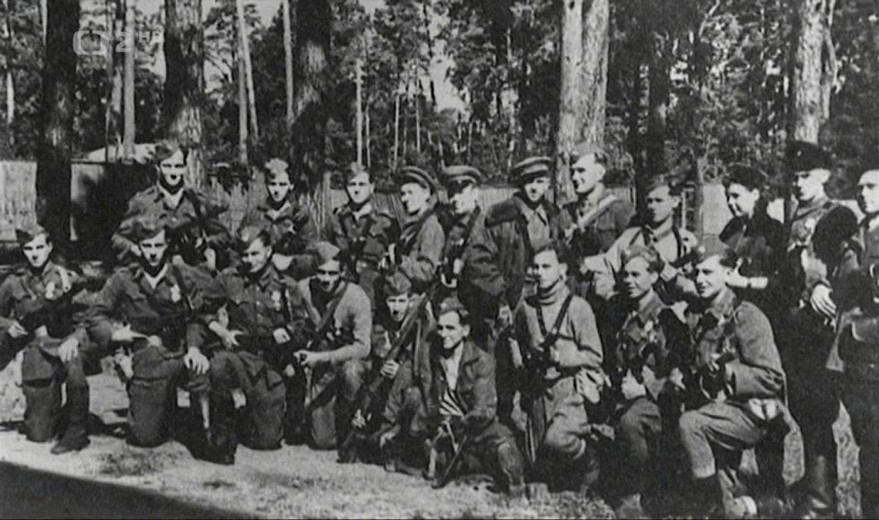 Od roku 1944 začaly na Valašsku stále silněji operovat partyzánské skupiny