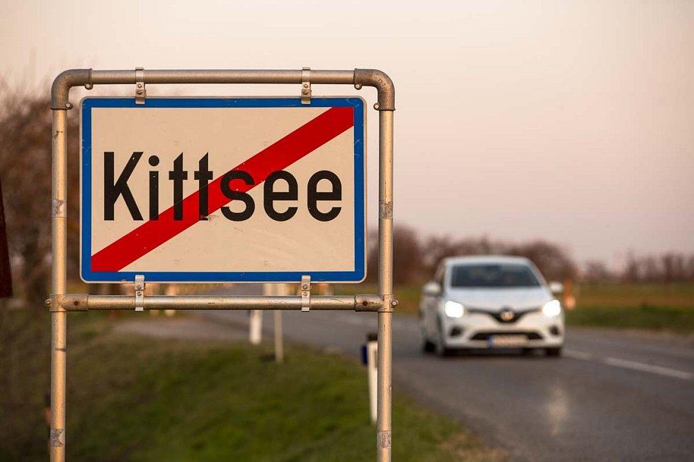 Obec Kittsee leží na rakouské straně nedaleko Bratislavy