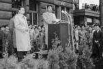21. června 1956 přijela do Prahy vládní delegace KLDR. Projev Kim Ir-sena v doprovodu ministra národní obrany generálplukovníka Bohumíra Lomského na Hlavním nádraží.
