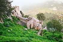 """Kypr, třetí největší ostrov Středozemního moře, je také často nazýván """"ostrovem lásky""""."""