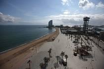 Prázdná pláž v Barceloně