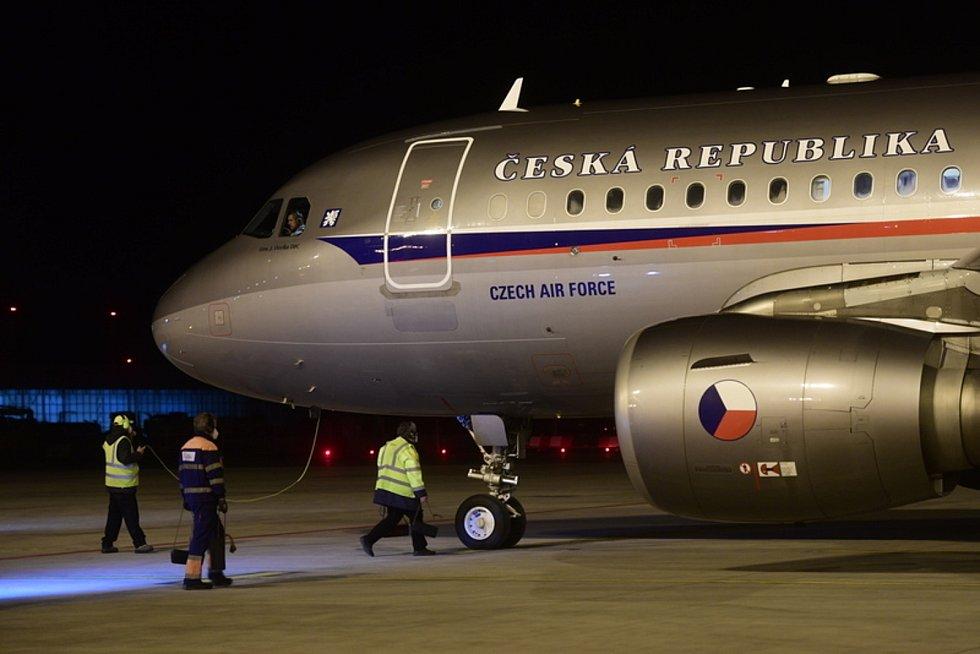 Vojenský speciál s českými diplomaty