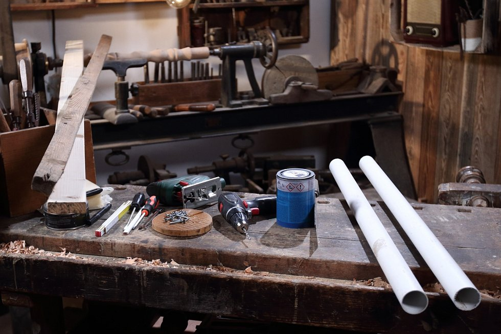 Výroba praktického držáku na zahradní nářadí