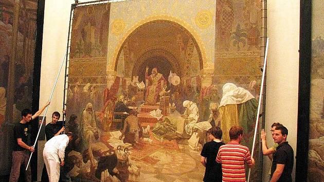 Do seznamu oficiálně chráněných kulturních památek zapsalo s konečnou platností Muchovu Slovanskou epopej ministerstvo kultury. Učinilo tak poté, co zamítlo výhrady pražského magistrátu k detailům odůvodnění pro prohlášení díla památkou.