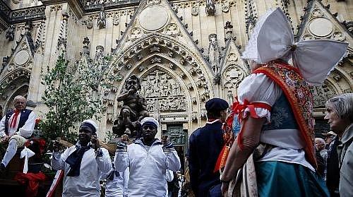 Od katedrály sv. Víta v Praze vyšlo 15. května, v rámci slavností Navalis, po mši svatojánské procesí k soše sv. Jana Nepomuckého na Karlově mostě. Součástí procesí byl i povoz se čtyřmi novými zvony pro kostel v Nepomuku na Plzeňsku.