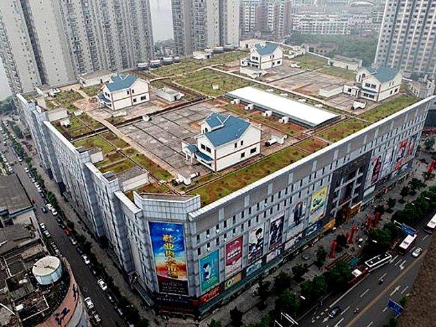 Ve městě Ču-čou v provincii Chu-nan vyrostly nedávno čtyři luxusní vily na střeše nákupního centra.