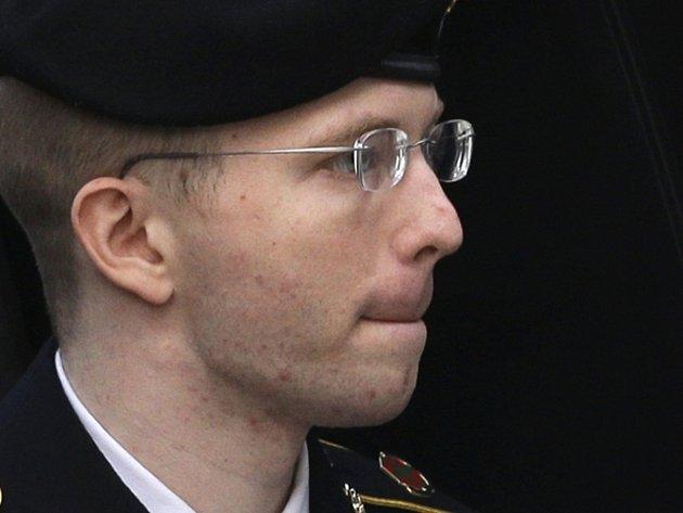 Bradley Manning si odsedí za vyzrazení obrovského množství utajovaných dokumentů serveru WikiLeaks 35 let ve vězení.