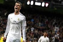 Hvězdný Gareth Bale pomohl Realu Madrid dvěma góly rozstřílet Sevillu.