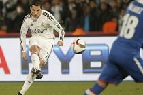 Cristiano Ronaldo z Realu Madrid pálí proti Cruz Azul.