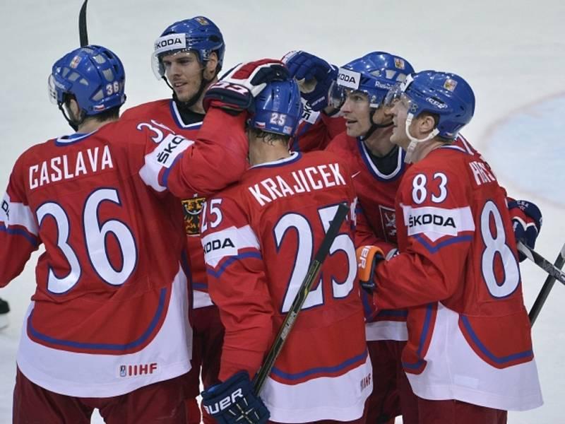 Čeští hokejisté Petr Čáslava, David Krejčí, Lukáš Krajíček, Petr Průcha a Aleš Hemský se radují z gólu v zápase o bronz na mistrovství světa.