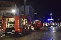 Týmy záchranářů a hasičů zasahují u dopravní nehody v italské obci Lutago na snímku z 5. ledna 2020