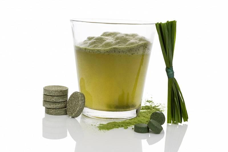 Chlorela – řasa a bohatý zdroj chlorofylu, prodává se v tobolkách nebo tabletách, které můžete cucat.