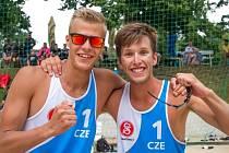 Matyáš Džavoronok společně s Adamem Štočkem nečekaně vyhráli v Brně beachvolejbalové MČR hráčů do 22 let.