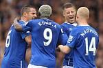 Fotbalisté Evertonu si vyšlápli na Chelsea (na snímku se radují z jedné z branek Stevena Naismitha)