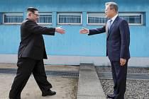 Kim Čong-un a Mun Če-in na dubnovém summitu Jižní a Severní Koreje