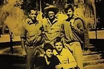"""""""Viděl jsem nejlepší hlavy své generace zničené šílenstvím..."""" Tak začíná Ginsbergova slavná báseň Kvílení. Česky teď vychází i jeho memoárové svědectví o hnutí beat generation, jehož byl součástí."""
