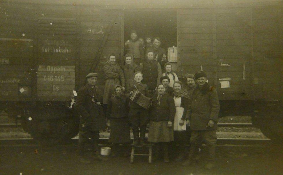 Jeden z transportu volyňských Čechů v roce 1947