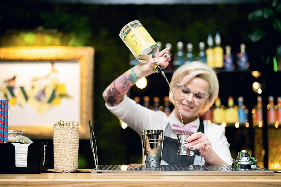 Nealkoholické koktejly jsou od těch alkoholických k nerozeznání. Rozdíl není poznat ani v chuti – až na to, že se po nich neopijete.