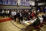 Americké volby provázely dlouhé fronty.
