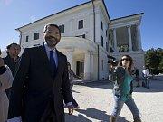 V Itálii se vyostřuje spor kolem uznávání homosexuálních svazků, v němž jednu z hlavních rolí hraje římský starosta Ignazio Marino. Právě on před dvěma týdny oficiálně uznal sňatky 16 párů stejného pohlaví uzavřené legálně v zahraničí.