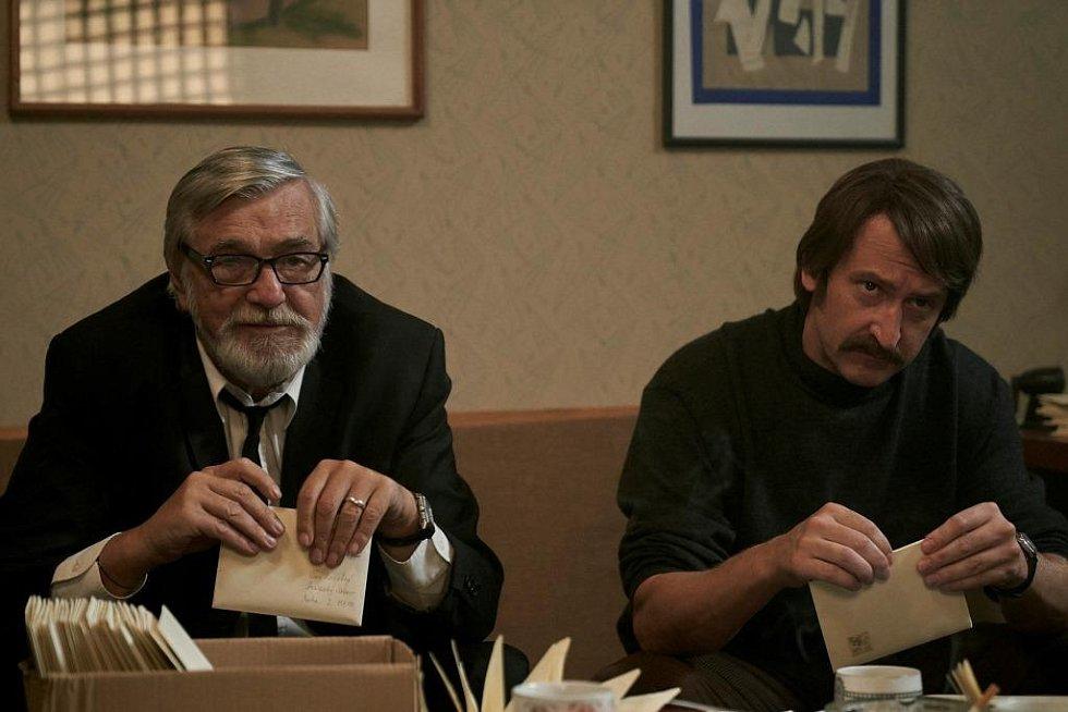 Havel. Martin Hofmann jako Pavel Landovský s Jiřím Bartoškou v Horákově filmu