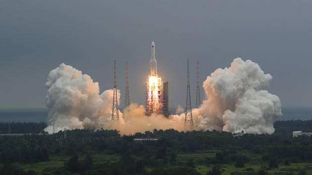 Start čínské rakety Dlouhý pochod 5B