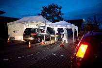 Odběrové místo pro testy na nákazu koronaviru v německém Ronnenbergu 20. října 2020