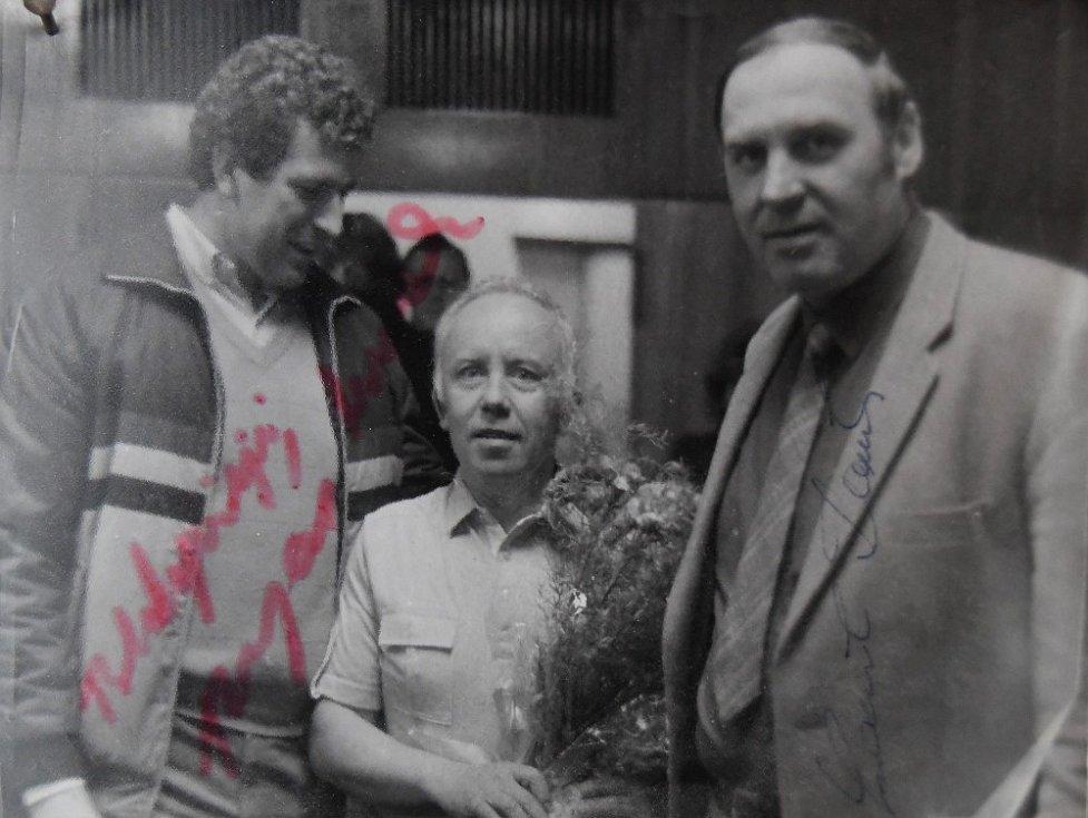 Zdeněk Fator s diskaři Imrichem Bugárem (vlevo) a Ludvíkem Daňkem