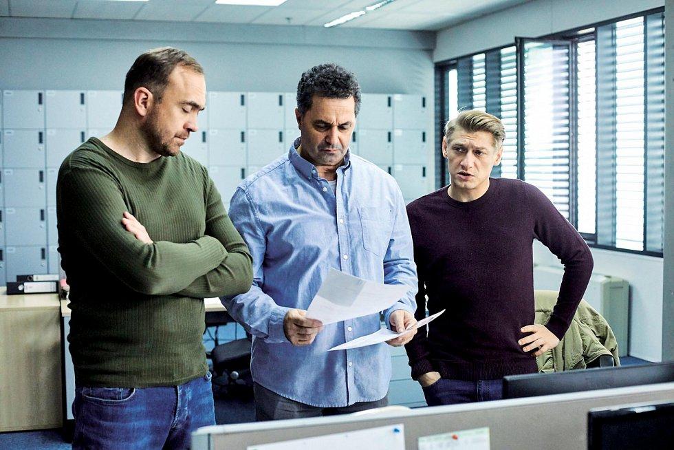 Jacob Erftemeijer s Jiřím Hánou a Martinem Dejdarem v seriálu Specialisté.
