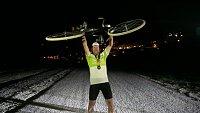 Unavený, ale šťastný. Nadšenec Vidim vyjel na Tour de France na historickém kole