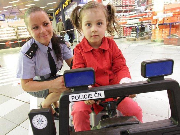 Zábavné odpoledne pro děti a dospělé s názvem Bezpečně na prázdniny proběhlo v pátek v českobudějovickém obchodním centru.
