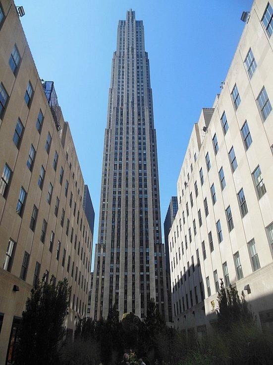 """Plán na pandemii se prý zrodil """"v nitru velkých korporací"""" (na snímku Rockefellerovo centrum, ilustrační foto)"""