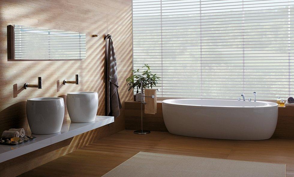Především v rodinných domech bývá samozřejmou součástí vybavení koupelny vana. Pokud se pro její pořízení rozhodnete, mějte na paměti, že existuje množství rozdílů, co se jejich tvarování týče, a to klidně při stejném rozměru.
