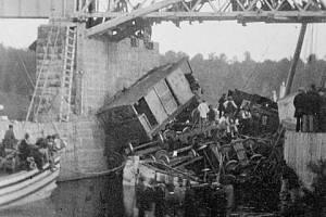 Autentický snímek z železniční nehody v kanadském Beloeilu, k níž došlo 29. června 1864. Obětmi tohoto největšího kanadského železničního neštěstí 19. století se stali zejména přistěhovalci ze střední Evropy